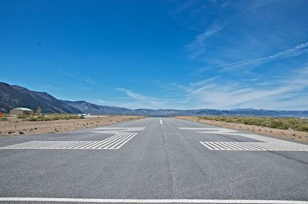 Lee Vining runway 33